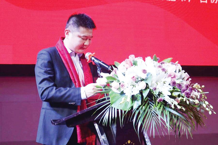 ▲合肥市广告协会监事长刘钧作2019年度财务报告